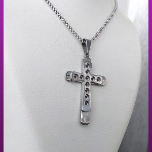 گردنبند صلیب برجسته نقره ای استیل