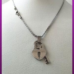 گردنبند قفل و کلید نقره ای استیل