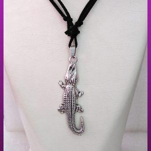 گردنبند تمساح نقره ای